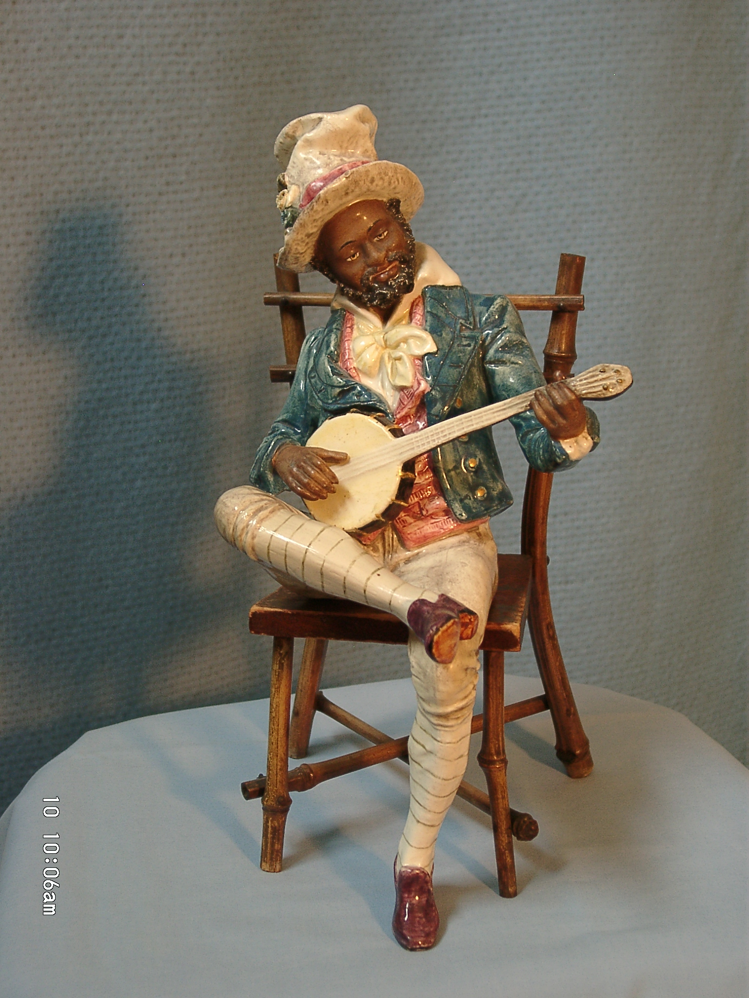 Picture of: Ws11 Statues Of Banjoists